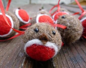 Robin Christmas Garland Needle Felted Christmas Decoration handmade from British Shetland wool