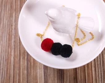 Pompon necklace