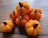 Needle felted Pumpkins- Little  Pumpkins- Ecofriendly decor- Thanksgiving- Fall- Table Ornament- Halloween
