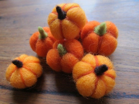 Needle felted Pumpkins- Little  Pumpkins- Ecofriendly decor- Thanksgiving- Fall- Table Ornament- Halloween