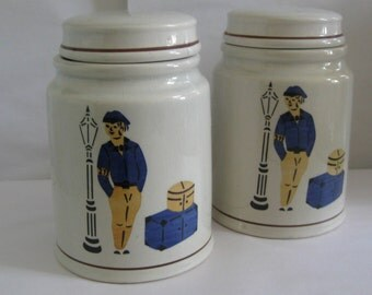 2 pieces lidded boxes / cans made of porcelain. GDR. 2 pieces. VINTAGE