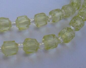 Original Gablonz GLAS-Perlen (hergestellt 1950 - 1960). Neu aufgezogen zu einer zarten Kette