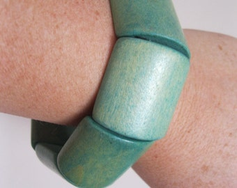 Chunky funky turquoise blue aqua mint green wooden expandable bangle retro design