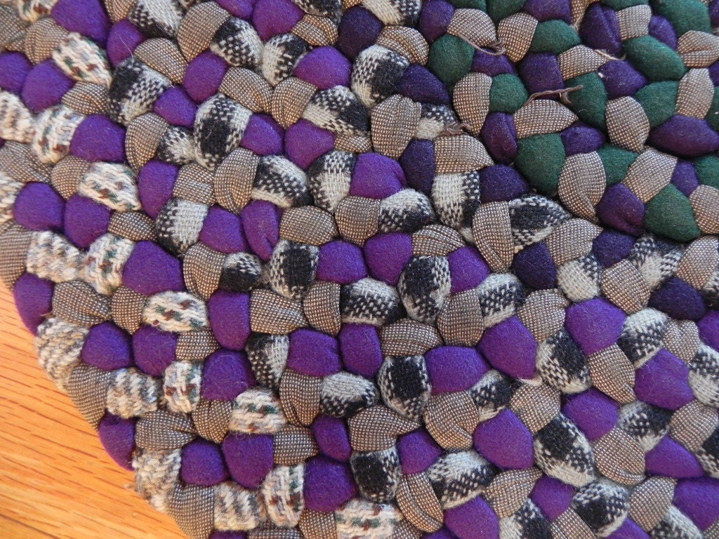 Small 17 Round Hand Woven Braided Purple Area Rug By