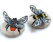 3D bee brooch machine embroidery on linen