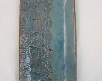 Textured ceramic plate