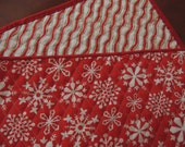 CHRISTMAS Reversible Red and White Snowflake Winter Quilted TABLE RUNNER