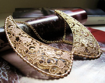 engraved golden alloy collar necklace, vintage style, engraved flower