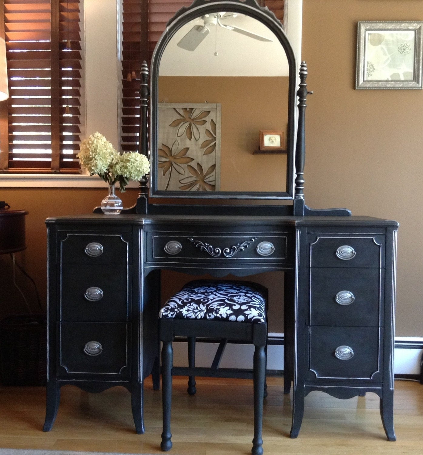 Soldbeautiful Silver And Black Vintage Vanity