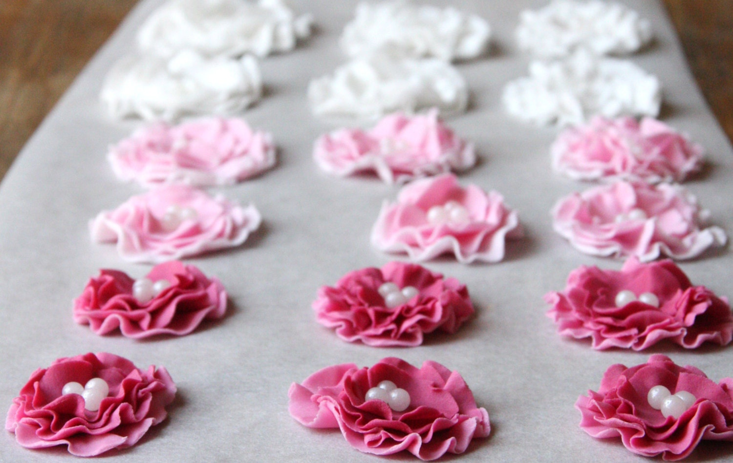 Edible Flowers For Cake Decorating : Flower cake or cupcake topper edible wedding cake decoration