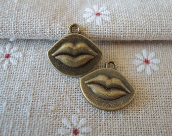 8Pcs 19x18mm Antique Bronze Lip Metal Charm Pendant (A169)