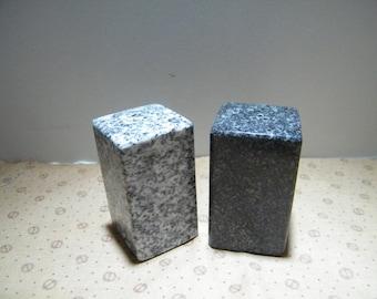 Salt and Pepper Shakes/Stone Salt and Pepper Shakes/Granite Salt and Pepper Shakers