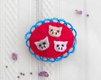The Three Little Pigs Felt Brooch