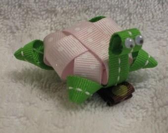 Sculptured Turtle hair bow, sealife hair bow, zoo animal bow, aqurium hair bow, summer bow,