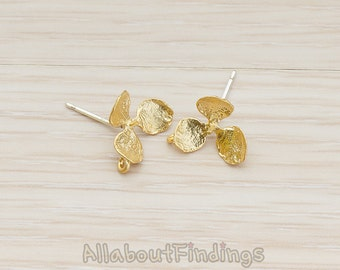 ERG160-MG // Matte Gold Plated Three Petal Simple Flower with Prong Ear Post, 2 Pc