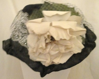 Vintage LA Black Straw Crinkle Hat with large white flower