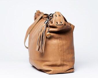 Handbag Classic / full grain leather/size medium/ Cappucino # 65