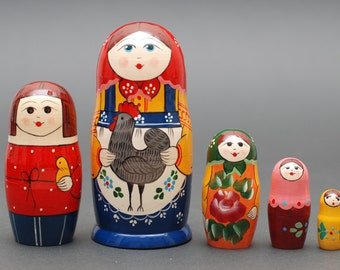 Russian Sergiev Posad traditional matryoshka babushka russian nesting doll with hen 5 pc Free Shipping plus free gift!