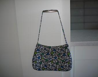 Cheerful, soft shoulder bag.