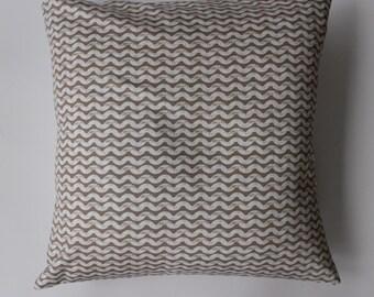 """Pillow cover - Ty Pennington beige  """"wave"""" print, fits a 20x20 pillow -100% Cotton"""