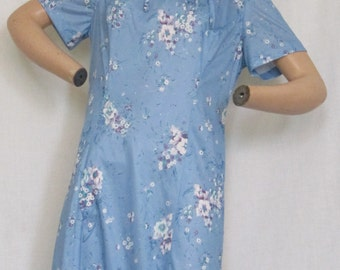 SALE Vintage 1970's Flutterbye dress blue purple white floral print 100% polyester made in USA union label