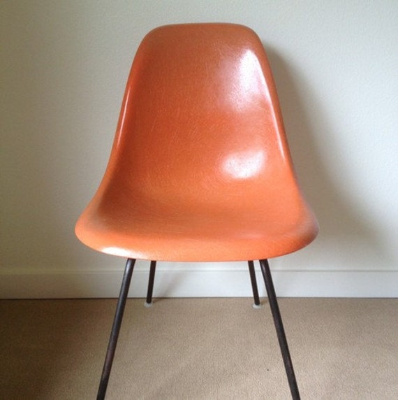 Herman Miller Eames Fiberglass Side Shell Chair In Salmon With