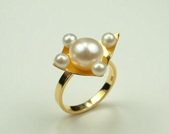 Handmade Gold 14k Ring with White Pearls (Χειροποίητο Χρυσό 14k Δαχτυλίδι με Λευκά Μαργαριτάρια)
