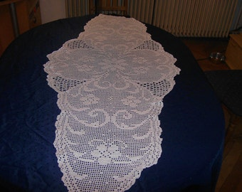 Table runner, crochet