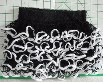 Baby or toddler black & white ruffled skirt using Starbella yarn