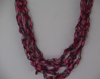 Pretty Pink Ladder Trellis Yarn Necklace