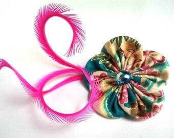 Brooch/hair clip with flower in Japanese fabric and feathers
