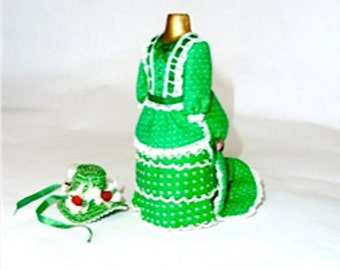 bustle dress green cotton with matching straw hat dollhouse miniature 1/12 scale