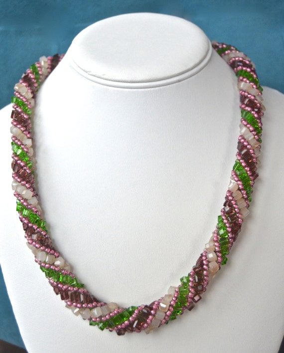 "20"" Rose and Green Spiral Necklace"