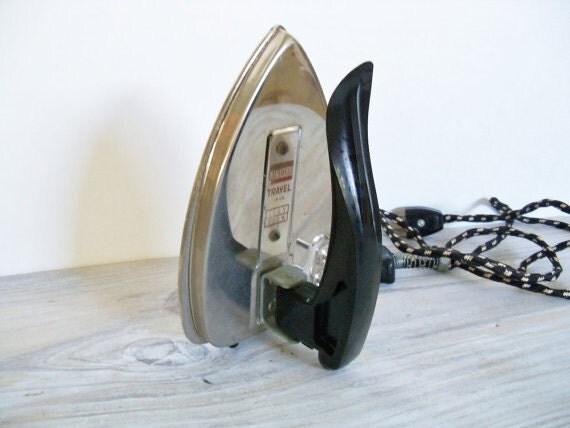 Antique Travel Iron Manasuru Flat Folding Cloth Cord Japan 1950s