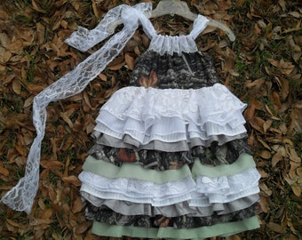 Little girls camo and lace. Something different for those Country Cuties, Weddings, Parties, Pageants, dressup or just fr fun. Custom orders