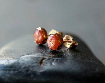 Sunstone Earrings, Sunstone Studs, 14k Gold Filled Stud, Sparkly Stone, Gemstone Jewelry, Elegant Posts, 6mm Size Gem, Scalloped Studs