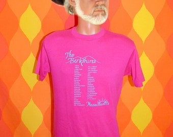 vintage 80s t-shirt BERKSHIRES massachusetts mountains tee shirt Medium soft thin pink