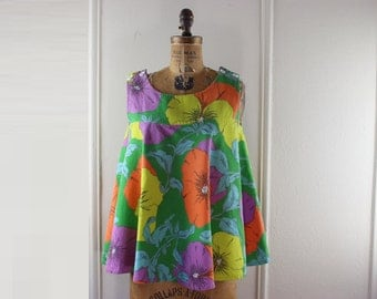 hippie chic - 1970s Bright Floral Tent Top, vintage halter with oversized, cheerful pansy flowers