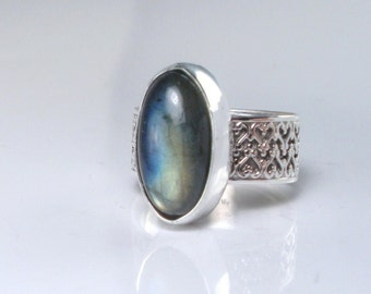 Labradorite Wide Band Silver Ring Large Stone Ring Sterling Ring Chunky Labradorite Ring Artisan Gemstone Ring Blue Grn Shimmer Stone Size 7