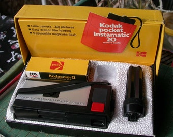 Kodak, pocket Instamatic 20, camera outfit, vintage 1972, in original display box