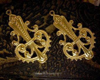 Filigree Brass Fleur de Lis Vintage Brass Stamping (2) Large