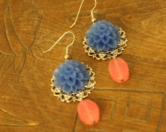 flower and gemstone earrings - Bright Blue