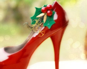 Red & Kelly Green Shoe Clips / Hair Pins. Winter Christmas Wedding. Holly Leaves Gift Under 50. Couture Bride Bridal Bridesmaid CIJ July Fun