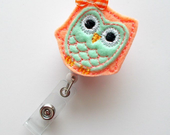 Peachy Owl with Bow - Retractable ID Felt Badge Holder - Cute Badge Reel - Nurses Badge Holder - Nurse Badge - Teacher Badge