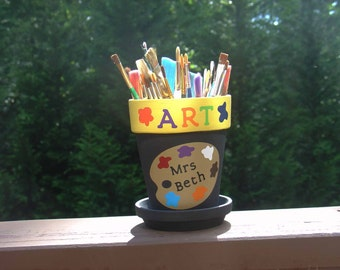 Personalized Art Teacher gift - brush or pencil holder with art palette, paint splats and Teacher name