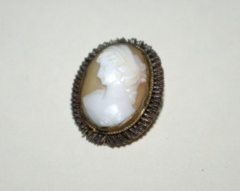 Lovely 1940s Victorian Revival carved cameo pendant brooch