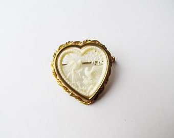 Vintage Love Brooch With White Doves c.1940s