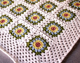 Baby Blanket - Pretty crocheted starburst granny squares