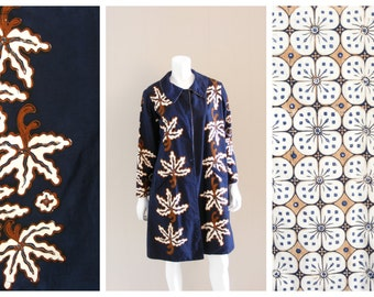 Vintage Batik print reversible coat. Handmade and handprinted cotton navy blue and tan tropical flower design. 1950s.
