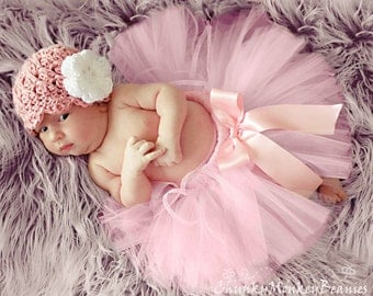 NEWBORN Baby Girl Hat, Girl Hat, Crochet Flapper Hat, Rose Pink, White Flower. Handmade Hat. Newborn Photo Props. Baby Shower Gift. Kids Hat